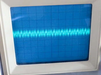 JP-8000の電源の残留ノイズ波形