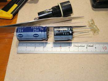 新しいコンデンサーは大きさが小さい