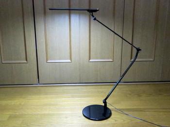 スワン電器の卓上LEDライト