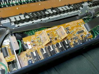 JP-8000本体に出力部の基板を取り付けたところ