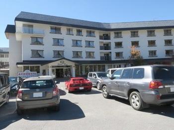 参加者の車でホテルの駐車場は一杯