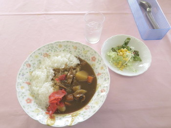 木戸池高原ホテルに戻って昼食のカレー