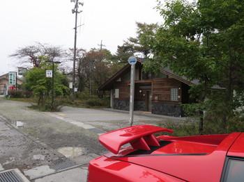 白糸ハイランドウェイと国道146の交差点近くにある公衆トイレ
