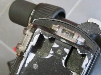 水準器の水が抜けたベルボンのクイックシューQRA-635L