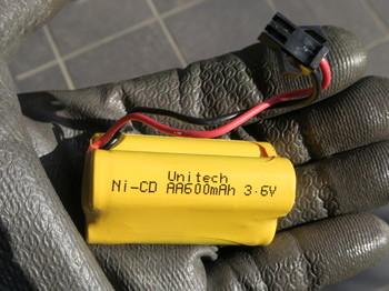 使われているNi-Cd電池は600mAh