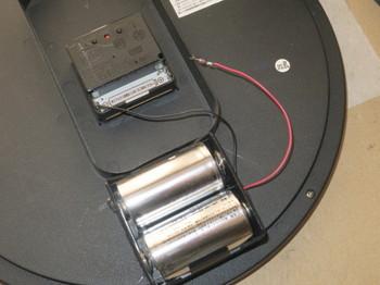 単一用電池ボックスをグルーで取り付けたところ
