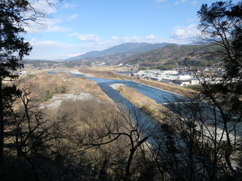 本丸のあった場所から見る天竜川