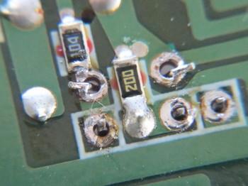 チップ部品と配線がハンダ付けで接続されている箇所は気が抜けない