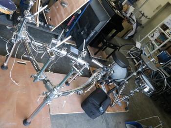 分解中の電子ドラム