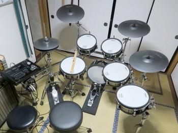 組み立てたV-Drumのセット