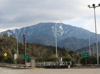 神坂PAから見る山も雪が少ない
