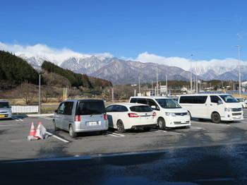 道の駅・田切の里から見る山々は白い