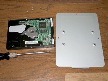 HDDを蓋から外したところ