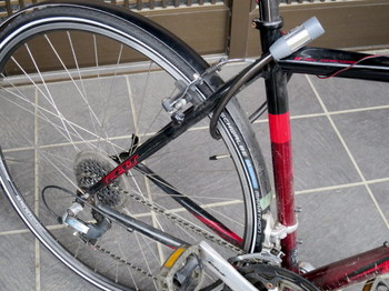 ブロックダイナモを取り外してすっきりした自転車の後部