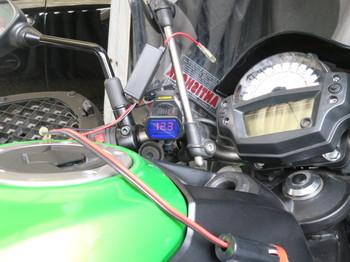 ER-6nの一度上げてしまったバッテリーは12.3V