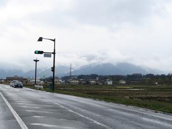 雲間から雪が見える伊那の山々
