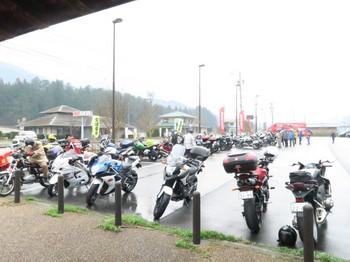 道の駅加子母に集まったミーティング参加のバイク達