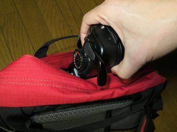 マミヤ6の巻き上げレバーはバッグに引っかかり易い