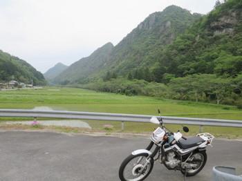 美濃加茂市山之上町でセロー225WEと景色