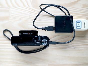 DSC-RX100M3のバッテリーはカメラごとUSBケーブル接続で充電