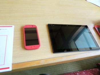 用意されたスマートフォンとタブレット