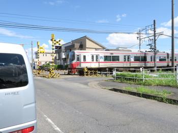 名鉄竹鼻線の踏切で見かけた電車