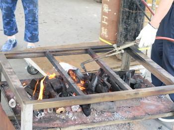 アセチレンバーナーで炭火起こし