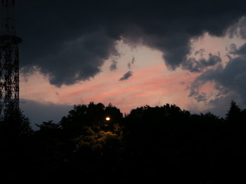 雲間から見えた夕焼け