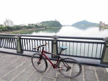 犬山橋上のFELT SPEED50