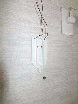 無線LANルータの台座を壁に固定する