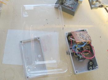 基板の絶縁にはブリスターパックのケースを使う