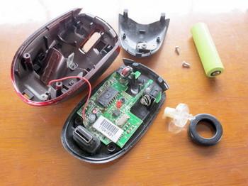 バッファローのワイヤレスマウスBSMLW09SBKを分解する