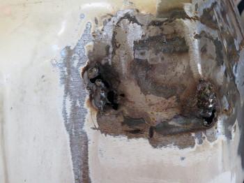 塗装を剥がして溶接したタンク