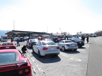 諏訪湖SAに集まった参加車両