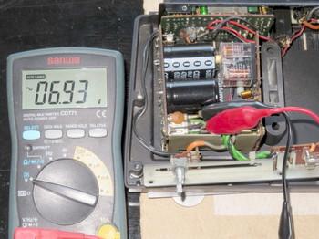 電源トランスの出力は7V弱しかない