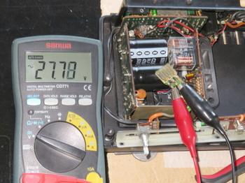 トランスの出力電圧計測中