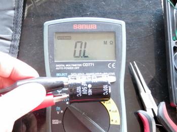 電解コンデンサを計測中