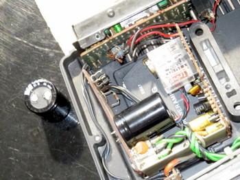 電解コンデンサを外した状態で電源を入れた