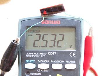 電圧はほぼ同じ