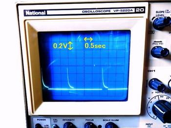 オシロスコープで観測した波形