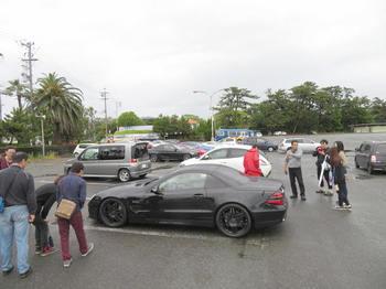 傘無しで駐車場に向かう