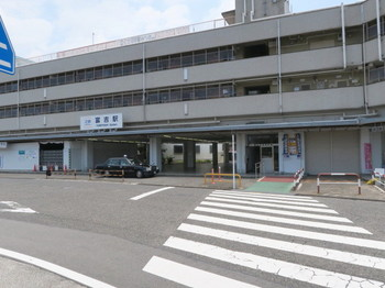 近鉄・冨吉駅は閑散としている