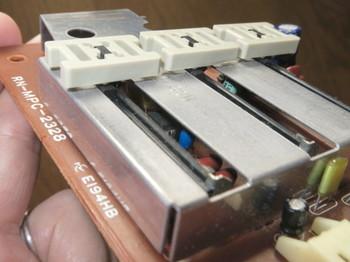 金属カバーの下にJRC4558DDが1つ入っている