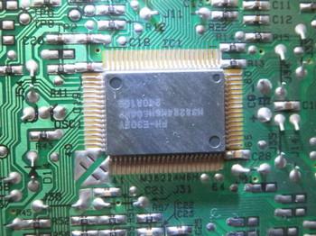 基板に載っているNECのD1708G