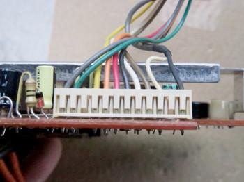 液晶表示基板から出ている配線コネクタ