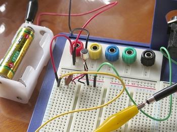 マイクカプセル用に回路を組んでテストする
