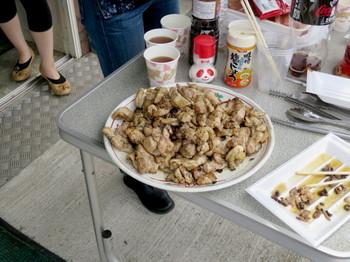 皿に盛られた鶏肉
